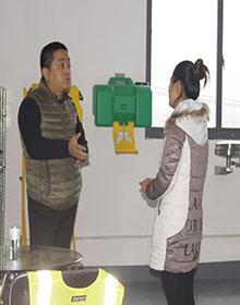 2016年12月22日客户上门参观【上海红安洗眼器厂家】
